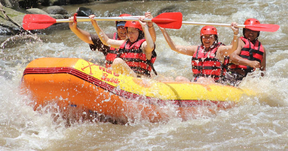 red-padlle-bali-rafting